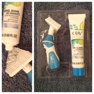 Here is a close up view of the Olay Fresh Effects Powered Contour Cleansing System.